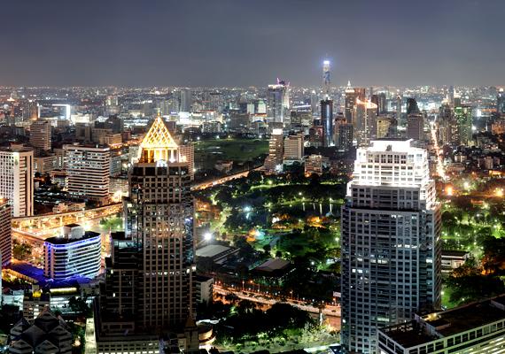 Bangkok, Thaiföld fővárosa is a két hatás, a süllyedés, illetve emelkedés miatt számít veszélyeztetett helynek.