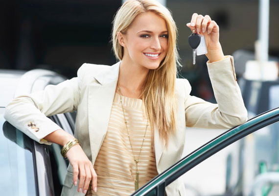 Nem tanácsos értéket hagynod az autódban, a trükkös tolvajoknak köszönhetően az ugyanis még a hotel parkolójából is eltűnhet, van, hogy éppen egy tisztességtelen parkolósegédnek köszönhetően. Mindemellett olyan eset is előfordulhat, amelynek során a hotel parkolósegédje - például azért, mert elfogytak a helyek - az utcán, tiltott helyen parkolja le a vendég autóját, ahonnan azonban azt elszállíthatják, vagy megbírságolhatják a tulajt.
