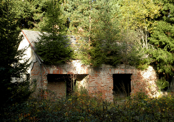 Szalafő kísérteties laktanyája egyre inkább az enyészeté: ha borzongani akarsz, még meglátogathatod.