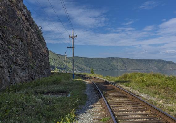 1994-ben egy fiatal férfi látta a vonatot Oroszországban, Irkutszk régióban. A fotó a Bajkál-tó mentén épült történelmi vasútvonalat ábrázolja. Akár igaz a történet, akár csupán legenda, az említett pontok turizmusára mindenképp élénkítő hatással volt a vonatról szóló mendemonda.