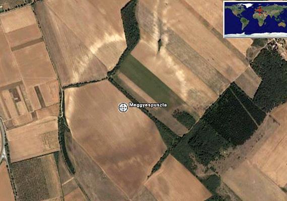 A feltételezett kráter Szentkirályszabadja mellett nyugatra, Meggyespusztánál található.