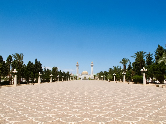 Monasztirban található Tunézia első köztársasági elnöke, Habib Burgiba mauzóleuma. A kedvelt elnök maradása érdekében kétszer módosítottak alkotmányt, de Ben Ali miniszterelnök mégis eltávolíttatta. Burgiba neve máig tiszteletnek örvend a lakosság körében.