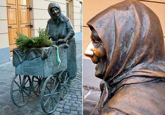 A székesfehérvári Fertályos asszony című szobor, melyet Kati néninek is szokás nevezni, szintén szerencsét hoz a szóbeszéd szerint. A néni orrát kell mindehhez megdörzsölni.