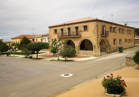 Az 1950-es években létrehozott, Huesca tartománybeli falu lakói akkori árfolyamon mintegy 33 milliárd forintnak megfelelő összeget nyertek, amelyből egyenként is jutott a helyieknek, nem beszélve arról, hogy a település iránti turisztikai érdeklődés és felélénkült. További képekért kattints ide!