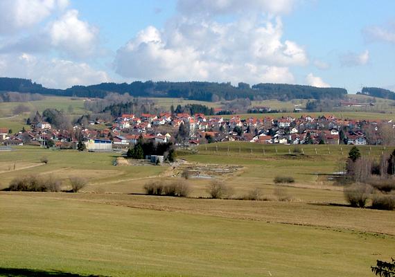 A gyakran csak bajor energiafaluként emlegetett Wildpoldsried lakói is az összefogásnak köszönhetik, hogy ma jómódban élnek, a csaknem elnéptelenedett településen ugyanis 1997-ben több megújuló energiával kapcsolatos projektbe is belevágtak.