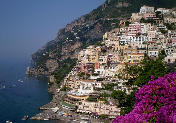 A sziklafalra épült Positano egyszerű halászfalu volt, mielőtt az Amalfi-partvidék, egyúttal Olaszország egyik legnépszerűbb úti céljává vált.