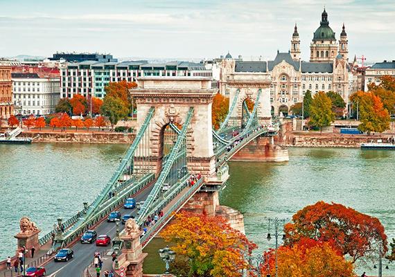 Ezzel a képpel került fel Budapest a listára. A cikk szerzője szerint a magyar főváros tökéletes helyszíne lehet egy őszi hosszú hétvégének Európában.