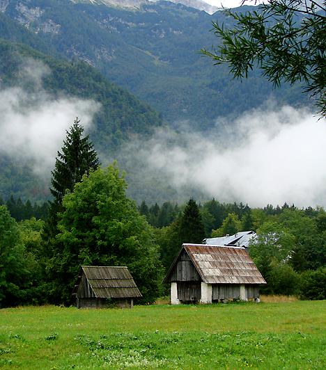 Loibl-hágóA Loiblpass az egyik leghíresebb alpesi hágó, mely 1366-1370 méteres tengerszint feletti magasságban húzódik az osztrák-szlovén határon. Az útvonal már a rómaiak korában is jelentős szerepet töltött be azzal, hogy biztosította az összeköttetést Észak- és Dél-Európa között.