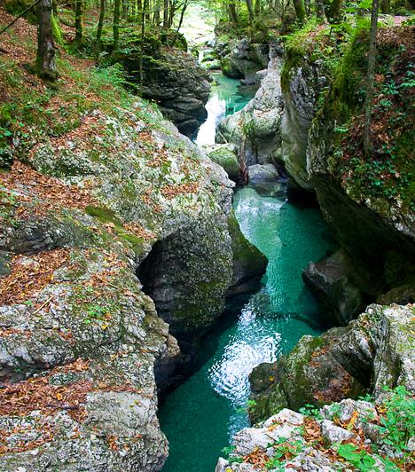 Mostnica-kanyonA Mostnica-kanyont a Júliai-Alpokban található Bohinj-tavat tápláló patak, a Mostnica alakította ki. A hely amellett, hogy mesébe illően szép, a vadvízi sportok egyik legjelentősebb szlovéniai központja: a raftingtól a canyoningig szinte bármit kipróbálhatsz.