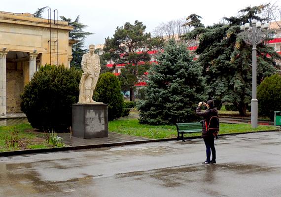 A Grúzia fővárosától, Tbliszitől 76 kilométerre fekvő, ma iparvárosnak számító Gori - bár történelme régre nyúlik vissza, és erődje is figyelemre méltó - ma főként Sztálin szülőhelyeként, illetve az itt található Sztálin Múzeumról híres, mely mintegy 47 ezer kiállítási tárgy által mutatja be az egykori diktátor életét, legyen szó személyes holmikról, ajándékokról, egykori szülőházáról, dolgozószobájáról, luxusvonatáról vagy épp néhány egyedülálló, csak itt megtekinthető fotóról.