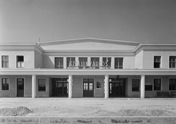 Így nézett ki a vasútállomás épülete 1952-ben.