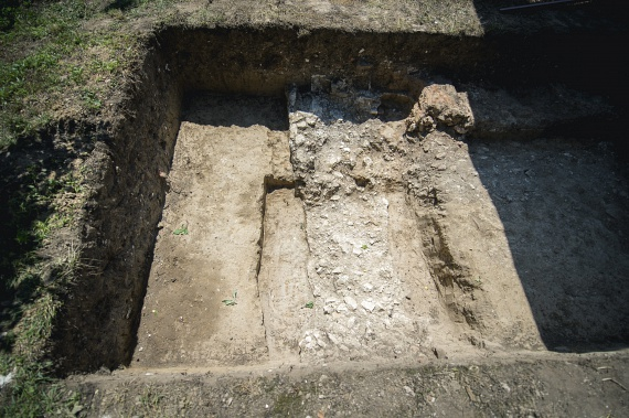 A szultán testét végül bebalzsamozták és Isztambulba vitték, de a legenda szerint szívét és belső szerveit a helyszínen, Szigetvár-Turbékon temették el. A trónon őt fia, II. Szelim követte, a többi trónvárományost ugyanis Szulejmán megölette, döntéseiben szeretett házastársa, Hürrem manipulációja is szerepet játszott. Szelim azonban nem vált jó uralkodóvá, így a rá hagyott birodalom hamarosan hanyatlani kezdett.