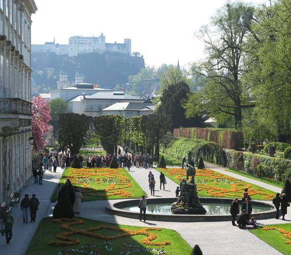 A Mozartot megihlető salzburgi Mirabell-kastély kertje.