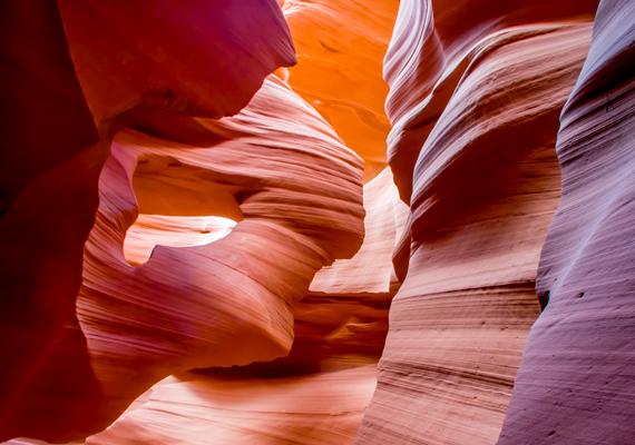 Az Amerikai Egyesült Államokban található Antilop-kanyon nem véletlenül számít a világ egyik legtöbbet fotózott természeti csodájának. Kattints ide a háttérképért!
