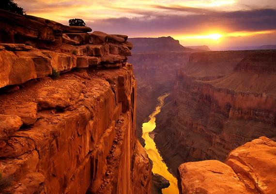Az amerikai egyesült államokbeli Grand Canyon látványához nem is kell semmit hozzáfűzni. Kattints ide a háttérképért!