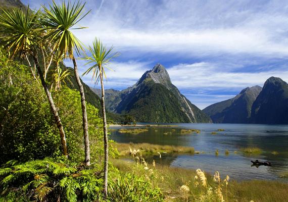 Az Új-Zéland déli szigetén található, Milford Sound nevű fjord máig érintetlen tájnak tűnik. Kattints ide a háttérképért!
