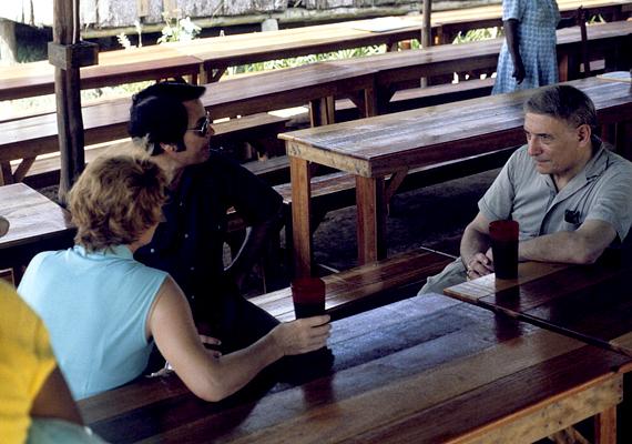 A guyanai Jonestown a Népek Temploma nevű vallási csoportosulás központja volt, melyet Jim Jones vezetett. Ő volt az, aki kilencszáz embert bírt rá a tömeges öngyilkosságra. Tudj meg róla még többet!