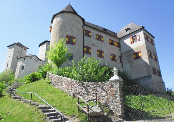 Léka a hazai templomos lovagrend központja volt a 13. században. A felső várudvar alatti szentélyben tartotta rituáléit a szerzetesekből álló titkos társaság. Kattints ide, és tudj meg többet!