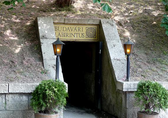 Bár a budai várhegy alatt kanyargó Budavári Labirintus régi kiállítását bezárták, ma újra látogatható a hely.