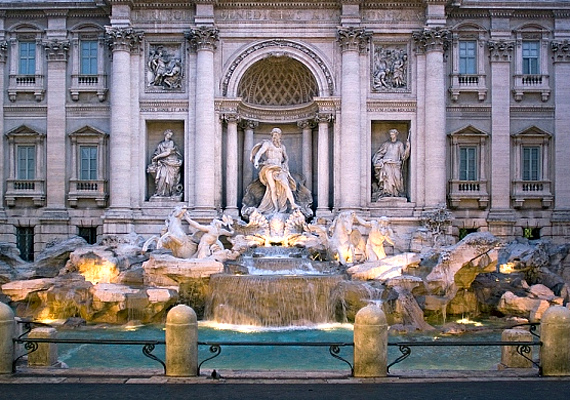 Úgy tartja a mondás, ha egy pénzérmét bedobsz a Trevi-kútba, még visszatérsz Rómába, míg két érme segít megtalálni a szerelmet.