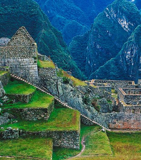 Machu Picchu, PeruA híres inka város létrehozására 1450 körül adott parancsot Pacsakutek uralkodó. Az Andok egy hegynyergén, négyszáz méterrel az Urubamba-folyó fölött található várost a spanyol hódítók sem találták meg, így állapota még ma is kifogástalan.Kapcsolódó cikk:A világ 4 legszebb panorámája »