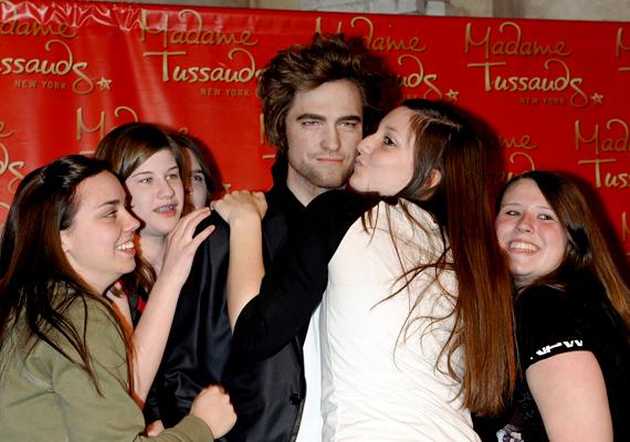 Bár egészen más okból, Robert Pattinson Madame Tussaud múzeumbeli mása is arról vált híressé, hogy az egyik leggyakrabban megcsókolt látnivaló.