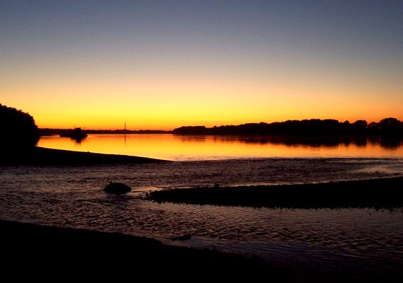A dunaalmási Által-ér torkolatánál ilyen a naplemente. A nagy felbontású képért kattints ide!