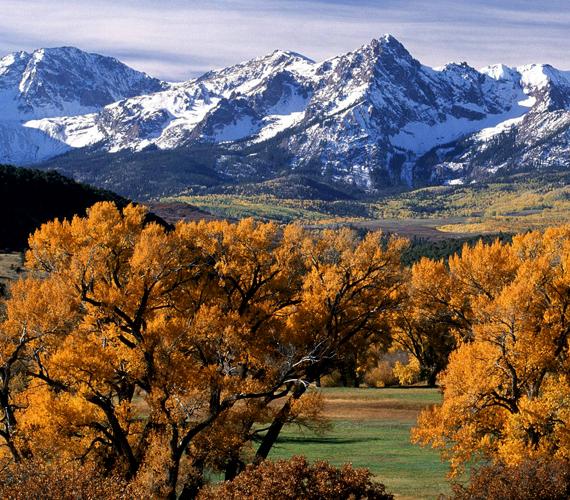 Az Egyesült Államokban található Coloradóban az ősz különösen a Sziklás-hegység közelében gyönyörű. Kattints ide a háttérképért!