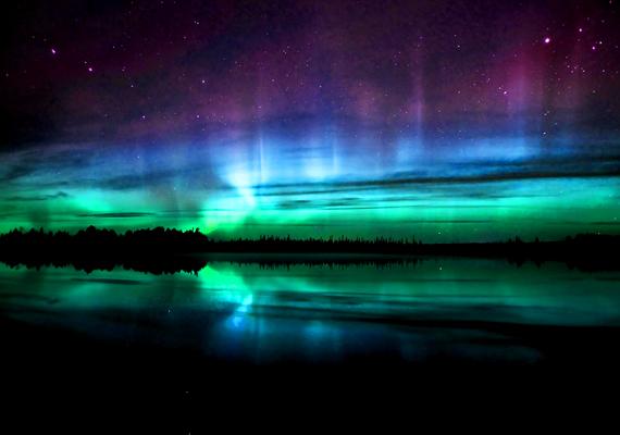 A sarki fény a világ leglátványosabb természeti jelensége: olyan, mintha a világűrben kalandoznál. A háttérképért kattints ide!