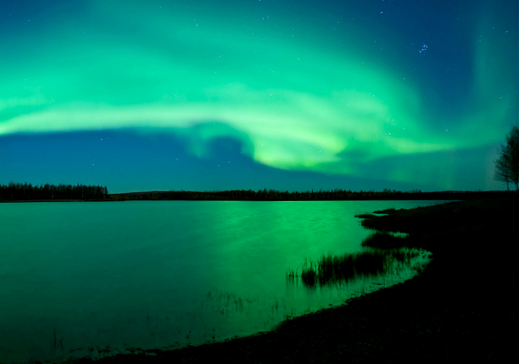 Az északi fény megcsodálására a legjobb helyet a skandináv országok, valamint Izland, Oroszország, Grönland, Alaszka és Kanada jelenti. A háttérképért kattints ide!