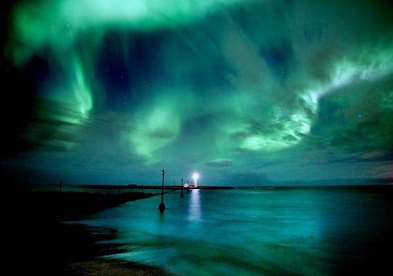 Az atomok eredeti állapotukba a látványos fényjelenségek kíséretében térnek vissza. A háttérképért kattints ide!