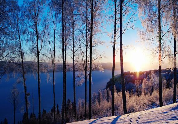 A svédországi Fryken-tó 80 kilométer hosszú, de még a legnagyobb parttávolsága sem haladja meg a három kilométert. Kattints ide a nagy felbontású képért!