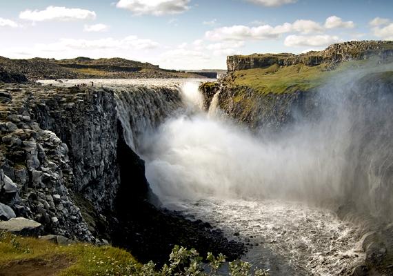 A csodás Dettifoss-vízesés Izland északkeleti részén található. A háttérképért kattints ide!