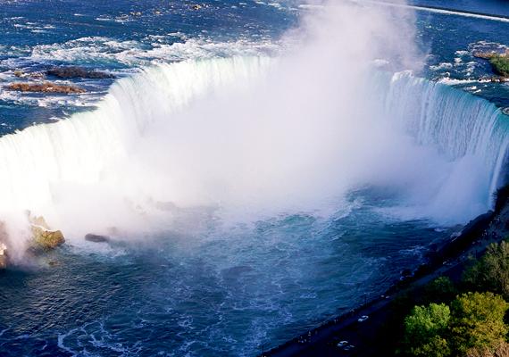A Kanada és az USA határán található Niagara-vízesés a világ egyik leghíresebbje. A háttérképért kattints ide!