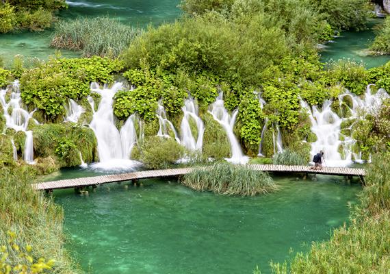 A horvátországi Plitvicei-tórendszer vízesései mesebeli látványt nyújtanak. A háttérképért kattints ide!