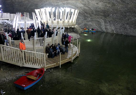 A tordai sóbánya egy 2008-ban elindult projekt keretében európai uniós támogatással született újjá. Ma olyan látnivalók várják a látogatókat, mint a föld alatti csónakázótó, a panorámalift vagy épp az óriáskerék.