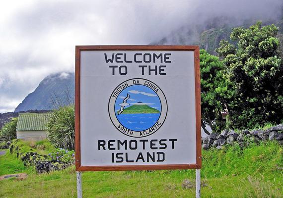 A tábla is azt hirdeti, hogy ez a legelszigeteltebb település a világon.