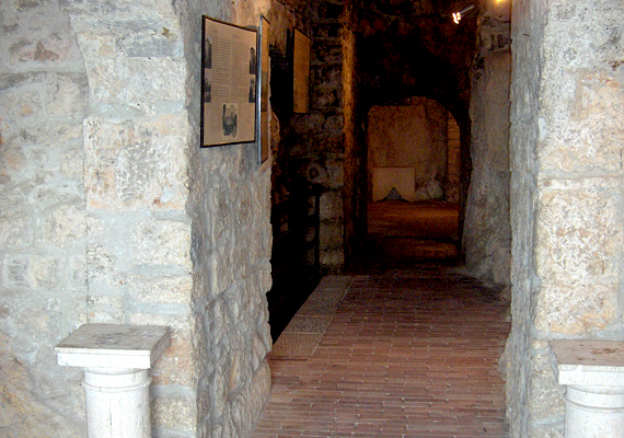 A vár alagsora.