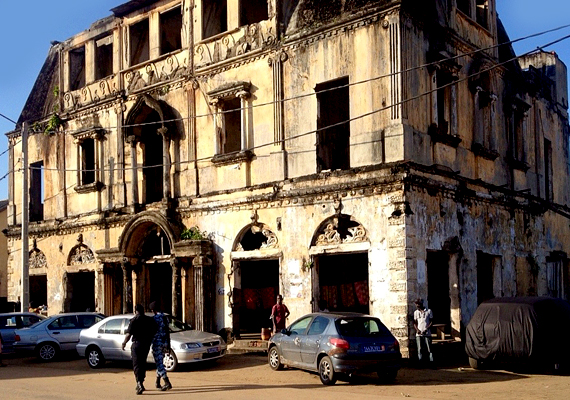 Az elefántcsontparti Gand-Bassam történelmi városa jelentős példája a 19. és korai 20. századi gyarmatváros típusának.