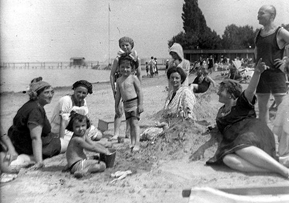 A siófoki fövenyfürdő 1917-ben.