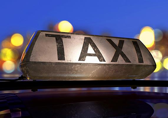 Érdemes még utazás előtt, előre tájékozódni az adott ország megbízható taxitársaságairól, más esetben ugyanis könnyen átverés áldozata lehetsz - amellett, hogy borsos árat kérhetnek el az akár kerülőkkel megtűzdelt út végén, még a poggyászodnak is lába kelhet. Ide kattintva többet is megtudhatsz a taxisok trükkjeiről.
