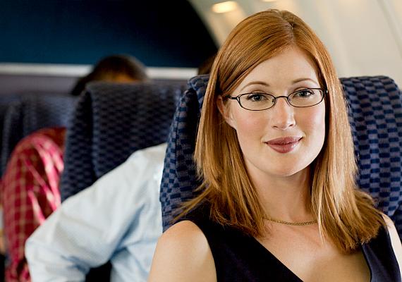 Az interneten továbbá repülőjegyet is jóval olcsóbban lehet foglalni, mint egy utazási iroda csomagajánlatán belül.