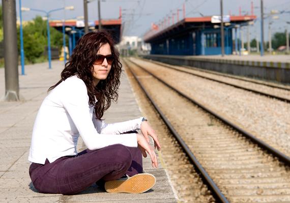 Ha 26 éven aluli vagy, péntek délelőtt 10 órától vasárnap éjfélig, illetve ünnepnapokkal egybekötött hétvégeken 33%-os kedvezménnyel utazhatsz vonaton.
