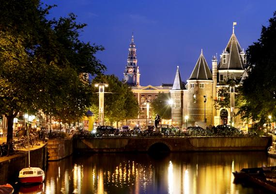 Amszterdam a legtöbb utazási magazin és honlap szerint a legnépszerűbb hely az egyedülállók körében, köszönhetően a szórakozási lehetőségeknek, a barátságos embereknek és a laza szabályoknak.