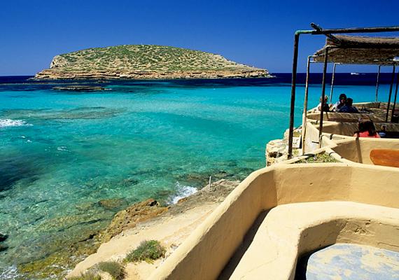 A spanyol Ibiza, Európa bulifővárosa sem véletlenül népszerű az ismerkedni vágyók körében.
