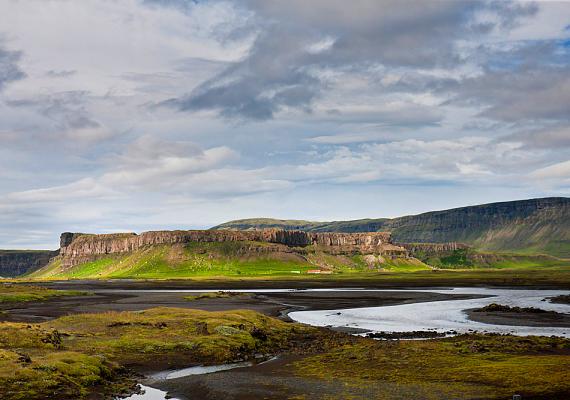 Bár elsőre talán furcsának tűnhet, az utazók úgy tartják, Izlandon is könnyű ismerkedni: sok a helyi bár, emellett a hideg és a zord természet is közelebb hozza egymáshoz az embereket.