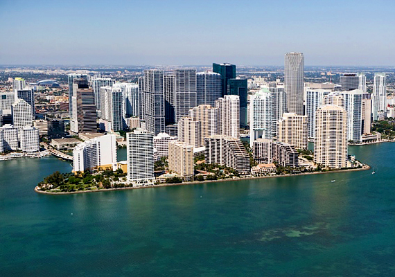 A legtöbb hasonló témájú válogatásból nem marad ki az amerikai Miami sem, különösen South Beach, mely klubjairól, valamint a szép nőkről és férfiakról híres.