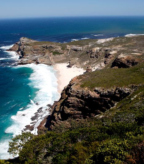 Jóreménység foka, Dél-AfrikaA Jóreménység fokát - bár akkoriban még nem így hívták - először Bartholomeu Dias portugál tengerész hajózta körül. A hely igen hírhedtnek számított a tengerészek körében, köszönhetően a tengeri ködöknek és a zátonyokkal tagolt partvonalnak. Egyes hajók roncsai a mai napig látszanak a parton.