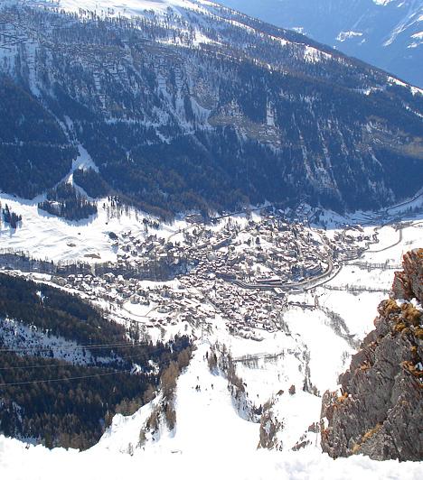A 2700 méter magasan tornyosuló Gemmi-hegyről nézve Leukerbad városa, ha lehet, még apróbbnak tűnik.