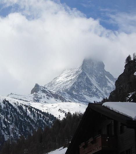 A zermattiak által csak Mattinak becézett hegy már a 19. század elejétől kezdve vonzza a hegymászókat. A Matterhornt 1865. július 14-és sikerült meghódítania Edward Whympernek és csapatának.